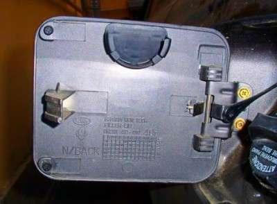 Делаем держатель для крышки бензобака
