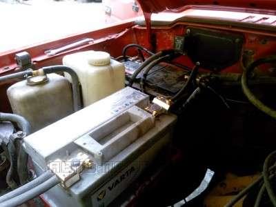 Установливаем второй аккумулятор под капот