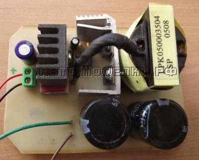 На теплоотводы устанавливаются транзисторы