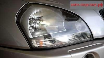 Очистка потускневших фар автомобиля зубной пастой