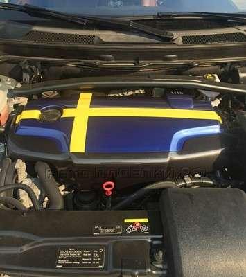 крышка на двигателе авто