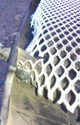 Решетка радиатора в Nissan Presage