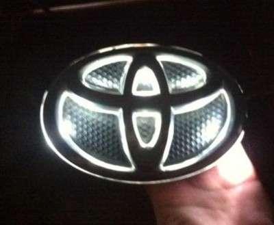 Светящийся шилдик на Тойоту своими руками фото