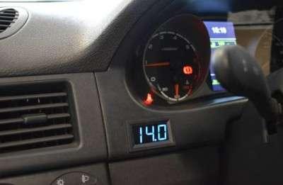 Цифровой вольтметр в автомобиль