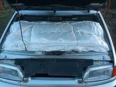 одеяло в моторном отсеке