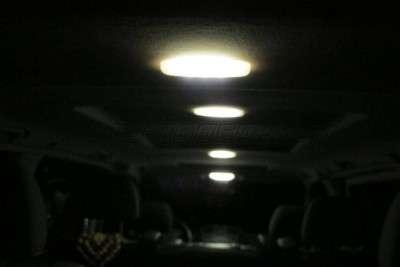 Замена лампочек в салоне авто на светодиодные
