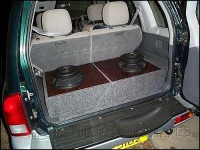 динамики в автомобиле уже на месте.