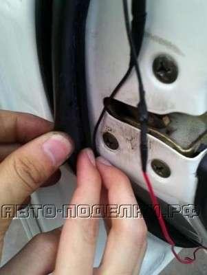 Предупреждающая подсветка для края двери автомобиля.
