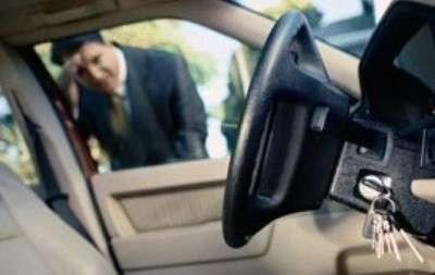 Как открыть машину без ключа?
