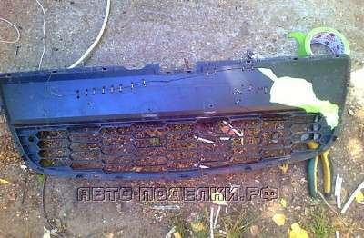 разбитая решетка для охлаждения авто