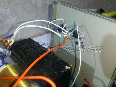 Регулируемый стабилизатор напряжения для зарядного устройства